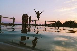 swimming-388910_1280